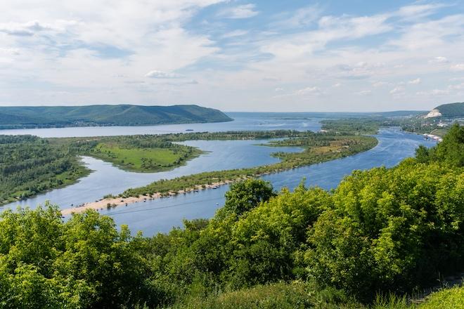 Из-за нелегальной добычи песка мелеет Волга